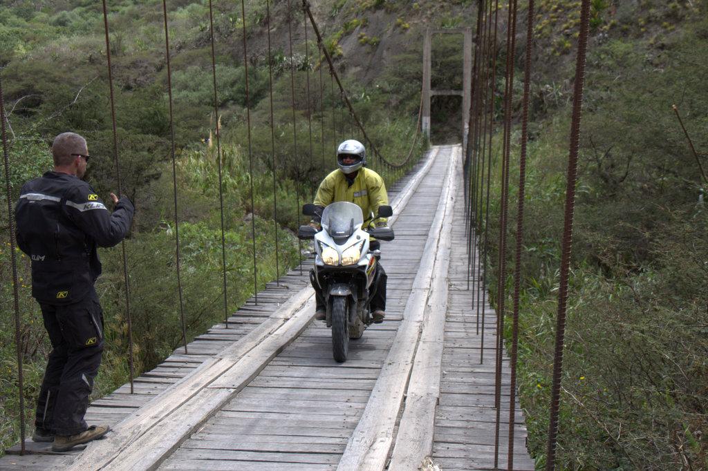 VideoTov Ecuador Freedom Bike Rental